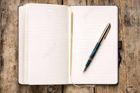 木製テーブルにレトロな万年筆と空のノートブックを開く の写真素材・画像素材 Image 35404457.